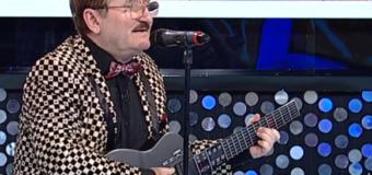 Cornel Palade cântă la chitară – Bieți lampagii si Am să tai orasu-n două
