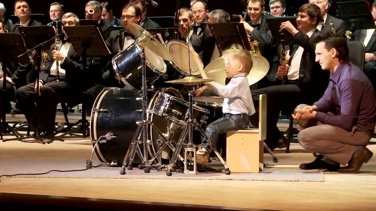 Lyonya Shilovsky - 3 Years - Canta la tobe alaturi de orchestra
