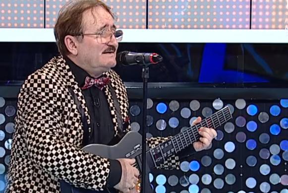 Cornel Palade cântă la chitară - Bieți lampagii si Am să tai orasu-n două