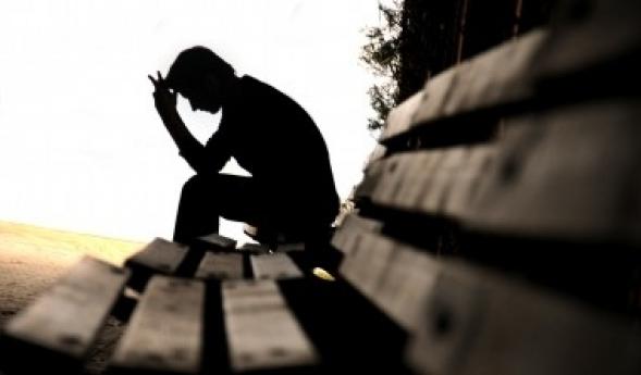 Nu e nimeni pe stradă Ochii triști să mi-i vadă Nu e nimeni pe stradă Să mă vadă cum plâng