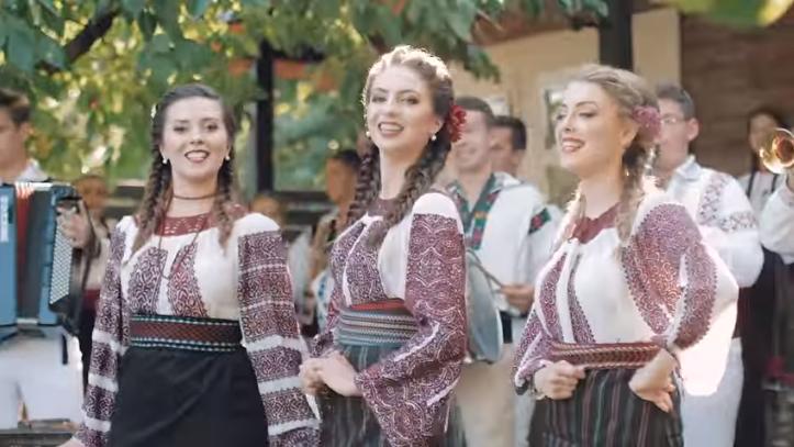 Fetele din Botoșani - Așa-s moldovencele